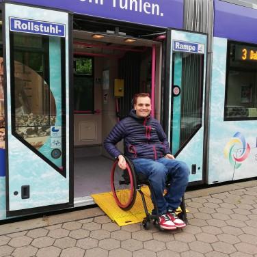Rollstuhl-Rampe_Straßenbahn_WVV