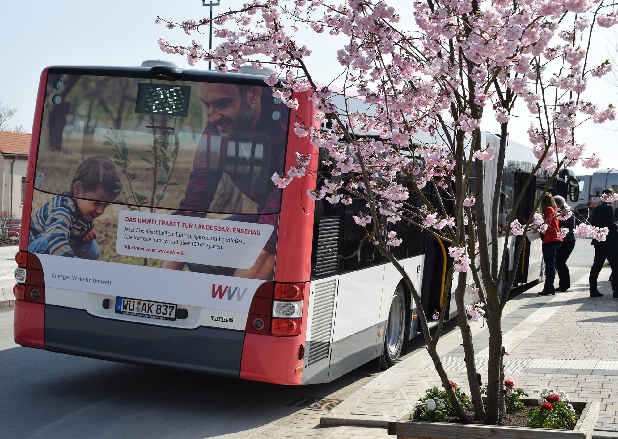 WVV-Bus an einer Haltestelle im Hubland