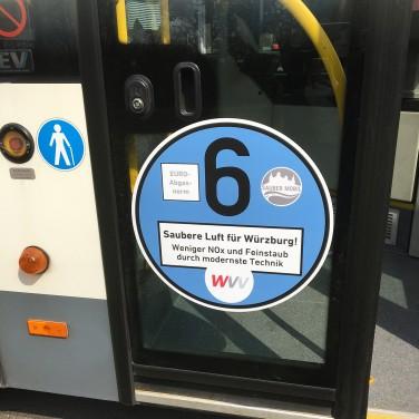WVV-Bus mit NOx-Plakette