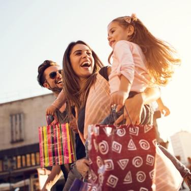 Familie beim Shopping