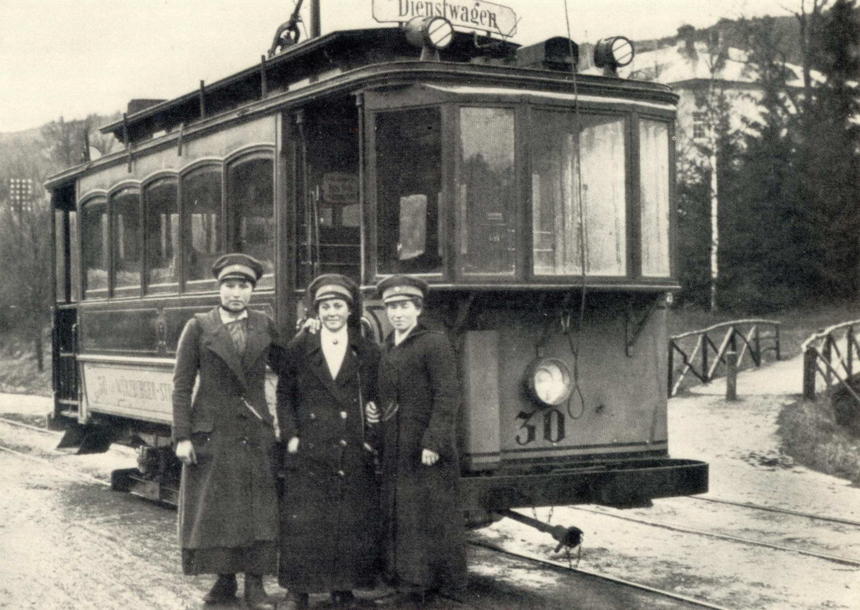 1917 Schaffnerin